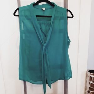 5$ add-on!🎉 Guess Sleeveless Buttoned Blouse